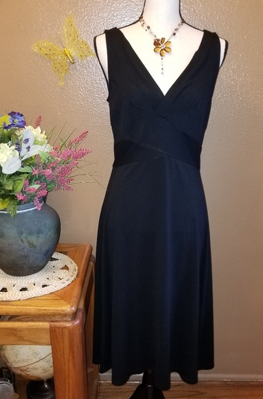 LOFT Dresses & Skirts - PRETTY LOFT BLACK DRESS